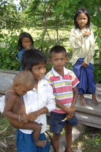 Kinder in der Nähe von Siem Reap