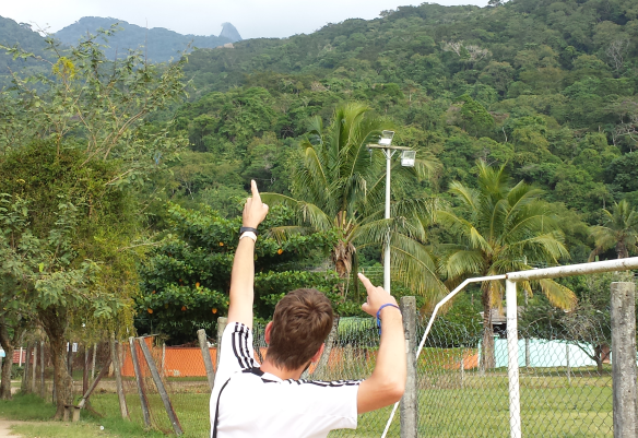 Sebastian beim Anvisieren unseres Ziels, dem Pico do Papagaio